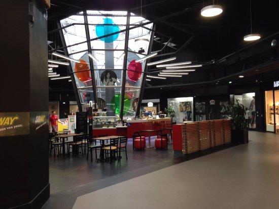 Gonesse, فرنسا: Le Subway désert à midi !!