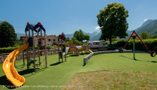 Lathuile, Fransa: Aire de jeux pour les enfants / Kid's playground