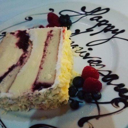 LIV Restaurant: cake