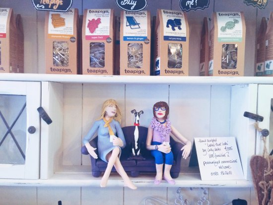 Tenterden, UK: Tea Pigs for sale and funky decor