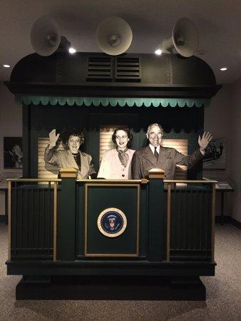 อินดิเพนเดนซ์, มิสซูรี่: A display showing the Trumans campaigning from the back of a train.