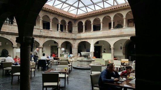 Novotel Cusco: Vista interna da ares comum