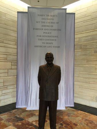 Independence, MO: Life-size sculpture of Truman