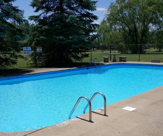 Americourt Hotel Mountain City : Pool 2016 Season