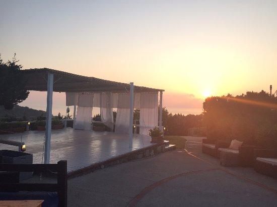 Grand Hotel in Porto Cervo: Yoga Shalla top deck at sunrise