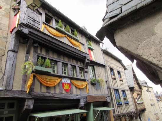 Dinan, Fransa: Belles maisons du moyen-âge à observer....