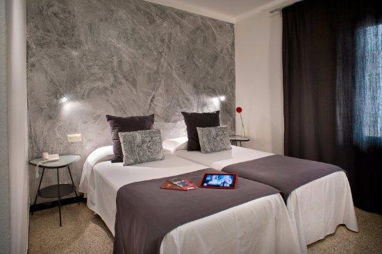 Hotel Restaurant Bon Retorn Photo