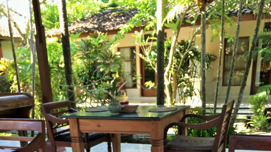 Bumi Ayu Bungalows: 'Library'