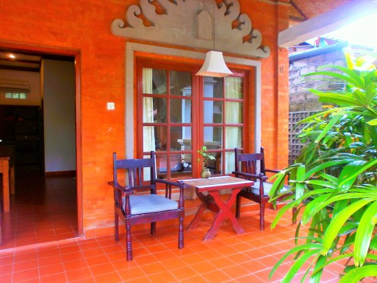 Bumi Ayu Bungalows: Patio
