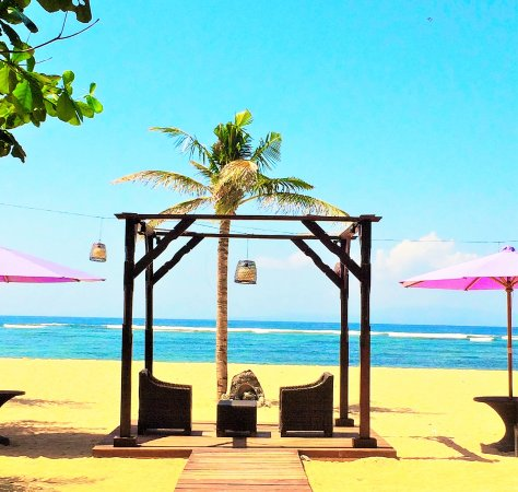 Bumi Ayu Bungalows: Beach