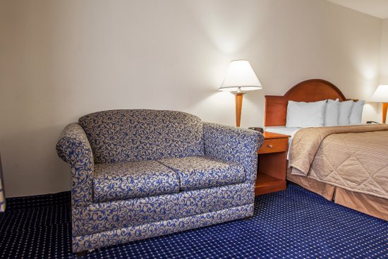 Quality Inn East Windsor: King Room wit sofa sleeper