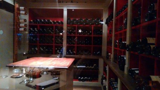 Ville D'Avray, Франция: cave a vins