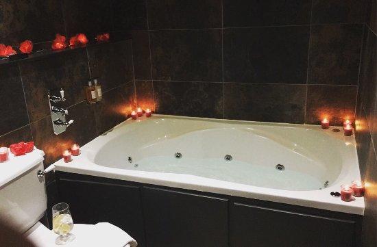 jacuzzi with Hotel bathroom