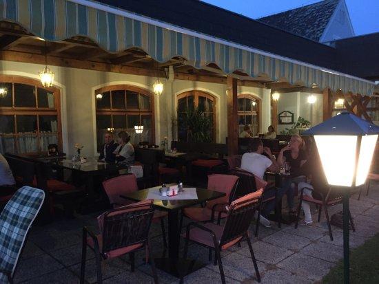 St. Andra, Austria: Al Gasthof B70 abbiamo preso un brodo tipico di manzo con straccetti di frittata, una milanese e