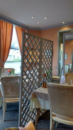 Les Rosiers sur Loire, Франция: Elegant and Comfortable Decor