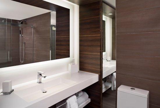 North Charleston Marriott: Guest Room Bathroom