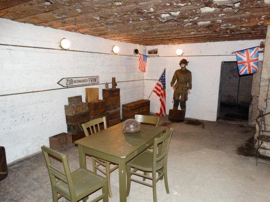 Saint-Marcouf, Fransa: salle de commandement. parmis 7 salles a visiter sur 2 niveaux