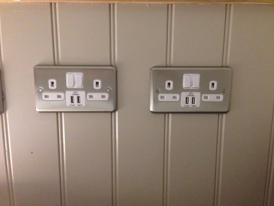 Witney, UK: USB outlets in rooms