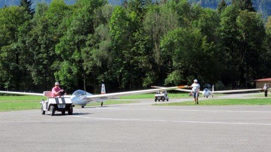 Unterwossen, Germany: Klaar zetten vliegtuigen.