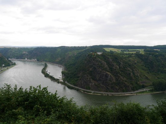 Urbar b Koblenz am Rhein, Tyskland: Blick bei leichtem Nieselwetter