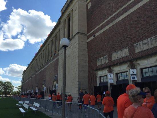 Memorial Stadium: Walking into the stadium