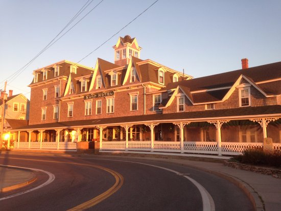 Surf Hotel Block Island: The Surf Hotel in the morning light.