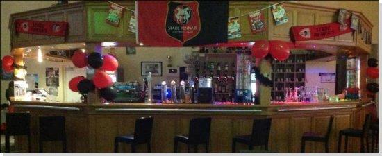 Dol-de-Bretagne, Francia: notre bar  décorée suivant les evenement sportif