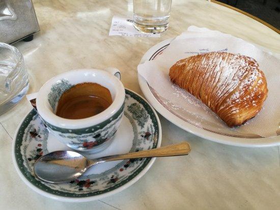 Il Caffè E La Sfogliatella Riccia Picture Of Gran Caffe Gambrinus