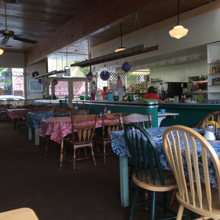 Silverton, OR: The cheerful dining room at O'Briens Cafe