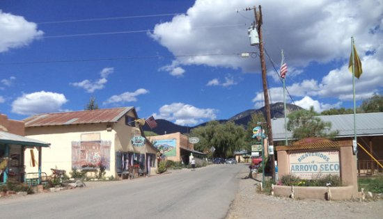 Arroyo Seco, Nuevo Mexico: This village where Sol Foods is found.