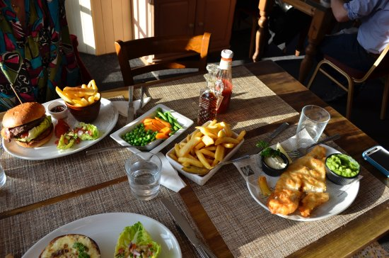 Harbour LIghts Cafe & Restaurant: Our delicious meal - they do not skimp you on portions! :)
