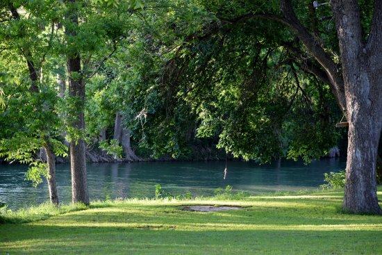Gruene Outpost River Lodge: Love the River!