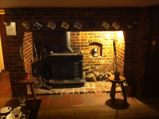 Lenham, UK: Old fire place and wood burner in the Bar.