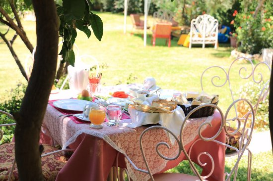 Le Chateau des Oliviers: Breakfast