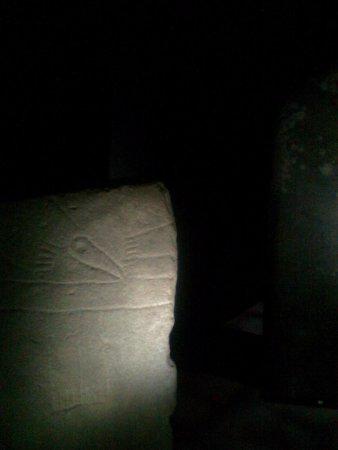 Saint-Pons-de-Thomieres, Γαλλία: menhir sculté