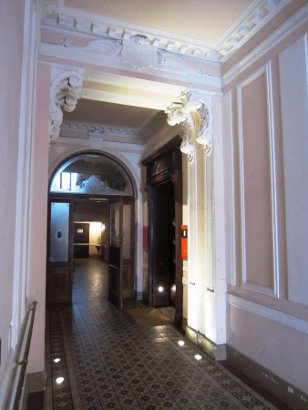 Hollmann Beletage: Entry hall to elevator