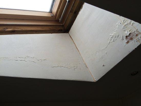 Kilchrenan, UK: peeling paint