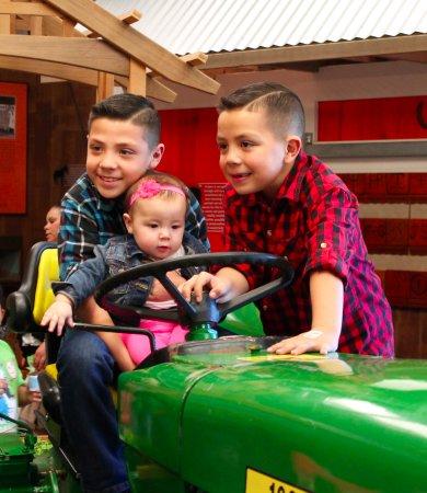 ซานตามาเรีย, แคลิฟอร์เนีย: Driving the tractor