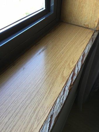 Sercotel Domo Hotel: Repisa ventana habitación