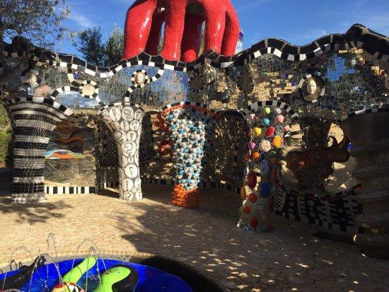Tarot Garden : photo1.jpg