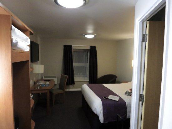 Premier Inn Inverness Centre (Millburn Rd) Hotel: Amplia, moderna y acogedora.