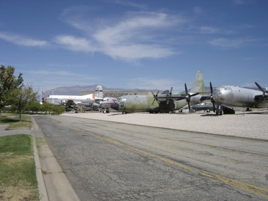 Ogden, Γιούτα: Lot of planes outside as well.