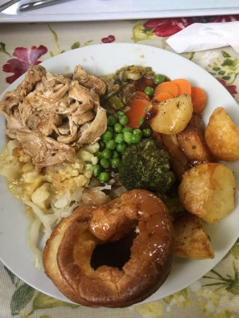 Hartlebury, UK: Sunday dinner certainly looks and tastes homemade and is huge! Loved it (could do with a tad mor