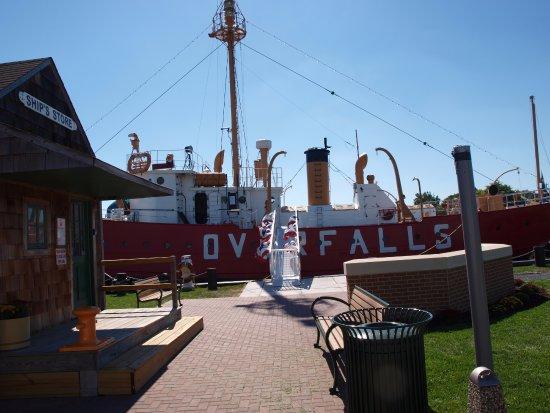Lightship Overfalls: dock