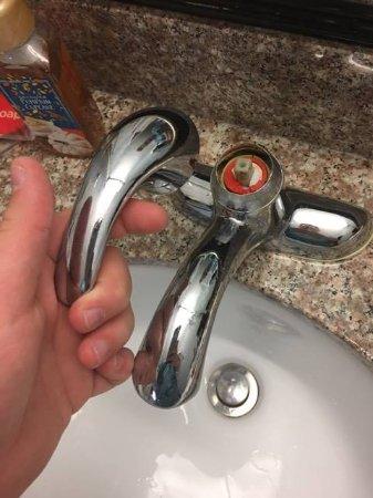 Georgetown, Техас: Broken faucet