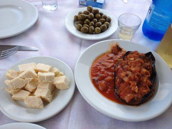 Lefkes, Yunanistan: Melanzana ripiena (vegetariana)