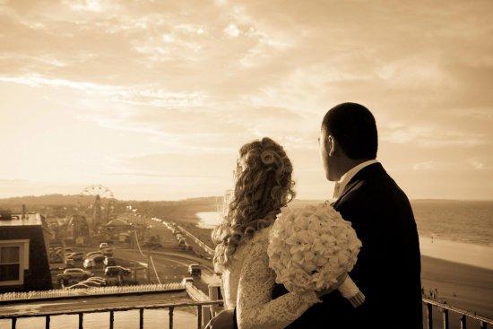 Hull, ماساتشوستس: Rooftop wedding photo