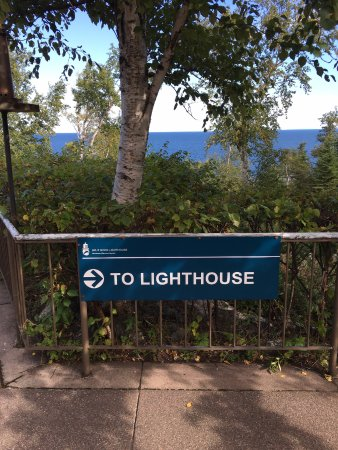 Two Harbors, Minnesota: Walk from Visitor Center to Lighthouse