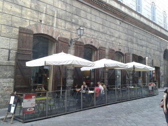 Le stanze del giglio : Wejście i stoliki restauracji