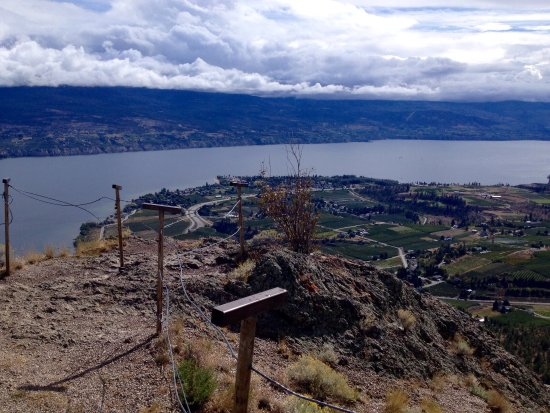 Summerland, Kanada: View of Giants Head from 3 Mile Beach, Penticton and views from top of Giants Head